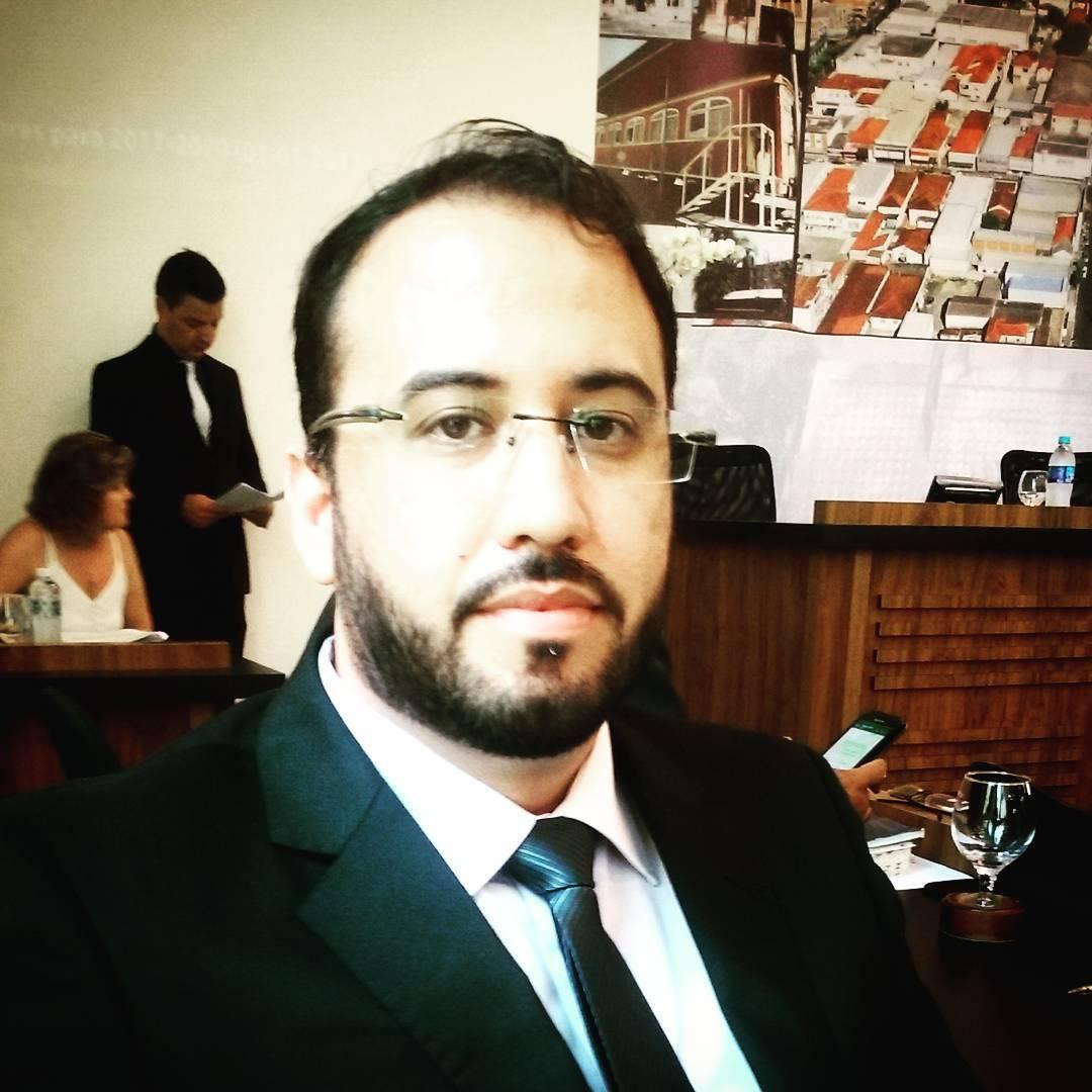 Evandro Tervedo foge de entrevistas após eleição para a presidência da Câmara