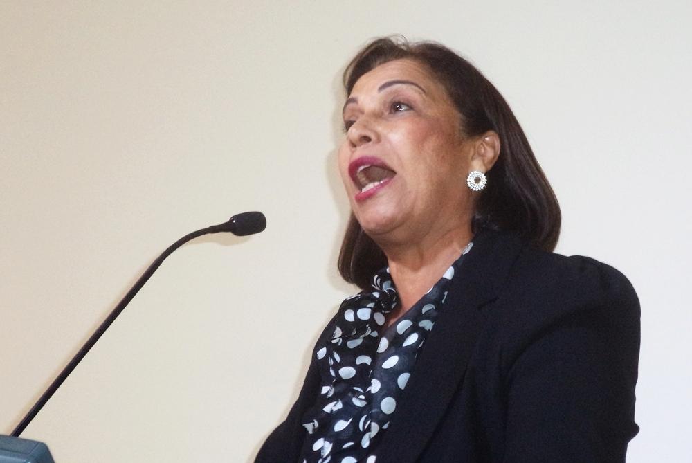 """Vereadora Ester """"convoca"""" humorista parafazer piadas com empresários penapolenses"""